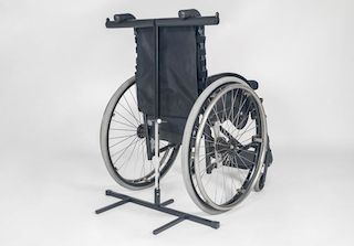 Protección de vuelco para sillas de ruedas